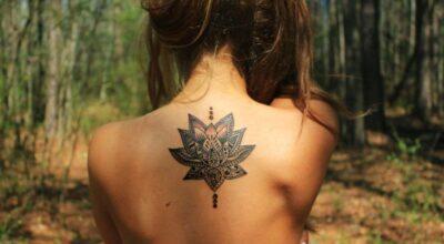 Tatuagem de flor de lótus: conheça o significado e se inspire