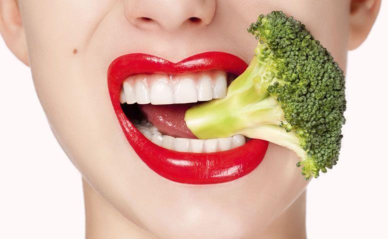 15 alimentos para clarear os dentes naturalmente
