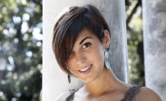 Cortes de cabelo curto com franja e penteados para inspirar