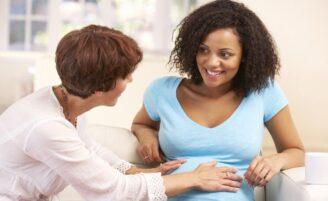 Doula oferece apoio físico, emocional e informativo à gestante