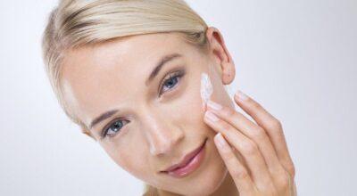 Protetor solar para pele oleosa: 15 opções bem recomendadas