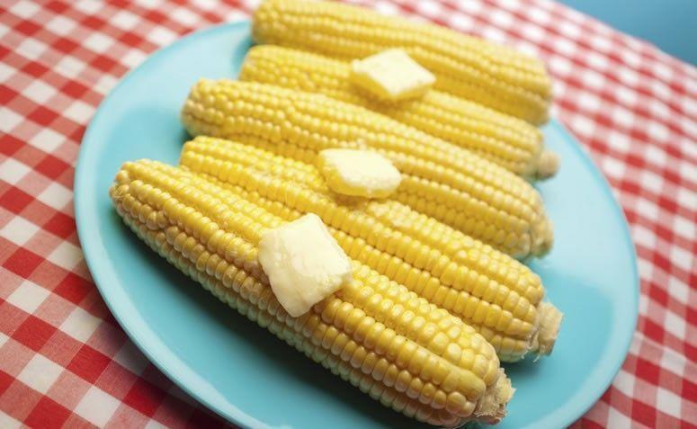 Milho cozido com manteiga. Foto: Getty Images
