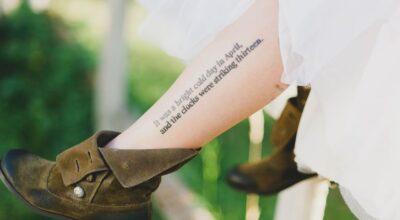 Tatuagens escritas: trechos e frases para inspirar sua tattoo