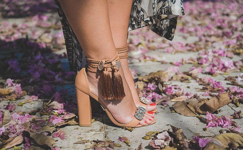 Meus pes em sandalia preta alta - 1 3
