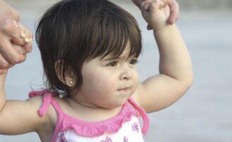 Entenda os saltos de desenvolvimento e picos de crescimento do bebê