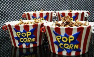 20 receitas de pipoca doce para se deliciar assistindo filmes