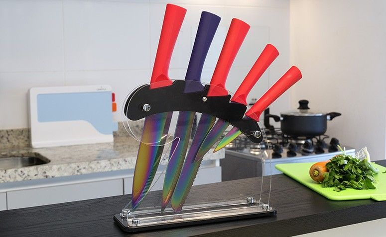 Jogo de 5 facas revestidas de titânio com amolador e protetor de dedos por R$ 219,90 na Lekssa