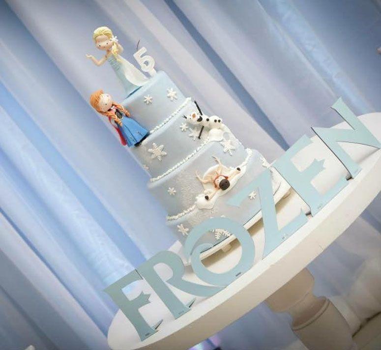 Bolo cenográfico Frozen por R$380 no Elo7