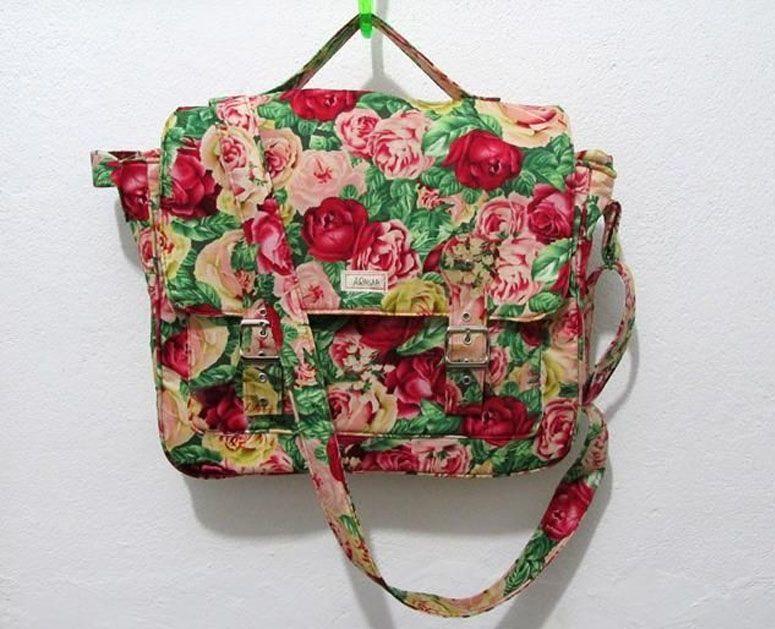 Bolsa carteiro com desenho de rosas por R$90 no Tanlup