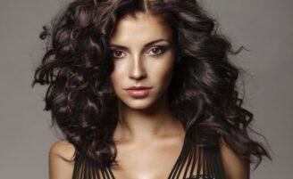 9 truques no banho para manter o cabelo saudável