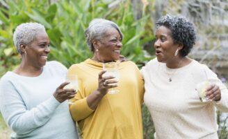 10 motivos para amar seus cabelos brancos e rugas