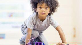 Brinquedos e presentes para crianças de cada faixa etária