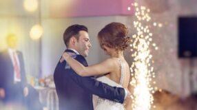 DJ ou banda: saiba qual escolher para animar seu casamento