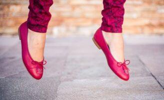 Como usar sapatilhas: looks com o calçado que une conforto e elegância