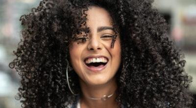 Piercing no smile: 40 inspirações e dicas para valorizar o seu sorriso