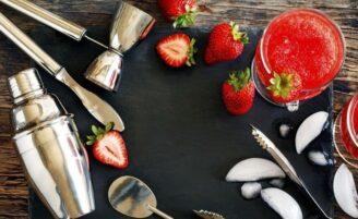 20 receitas de drinks e coquetéis deliciosos para curtir com os amigos