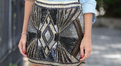 A saia de paetê é uma peça fácil para montar looks diferentes e bonitos