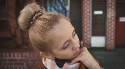 Aprenda a fazer coque alto, o clássico fácil que fica lindo para todos cabelos