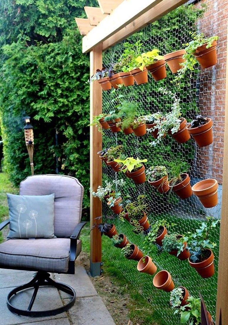 jardim vertical latas:Jardim suspenso é ideal para dar charme e vida a ambientes pequenos