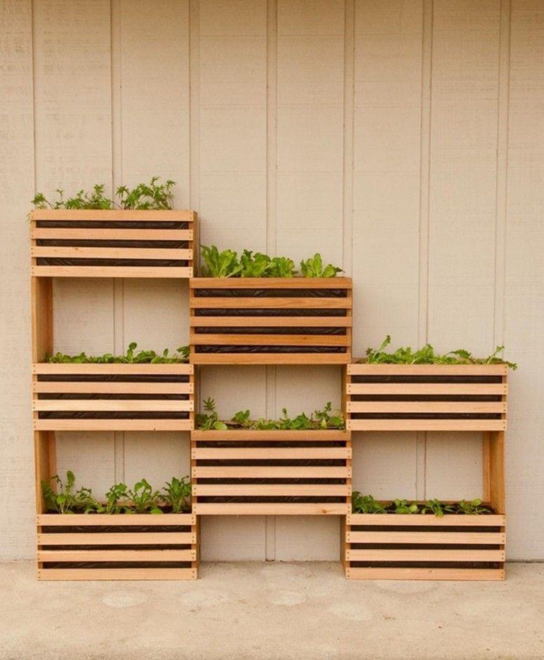 jardim vertical moderno:Jardim vertical de caixotes de madeira