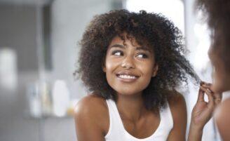 Máscaras capilares ajudam a manter seus fios saudáveis sem precisar sair de casa