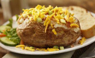 22 receitas de batata recheada deliciosas e fáceis de preparar