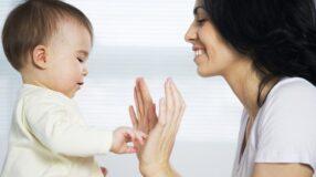Como usar a linguagem de sinais para se comunicar com seu bebê