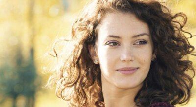 20 inspirações de cabelo castanho claro que você vai amar de coração