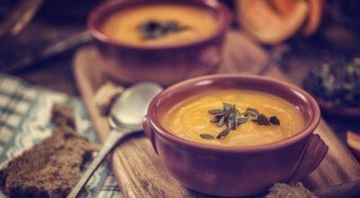 17 receitas de sopas low carb para se aquecer e saciar de forma saudável