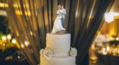 60+ ideias românticas e fofas de topo de bolo para o seu casamento