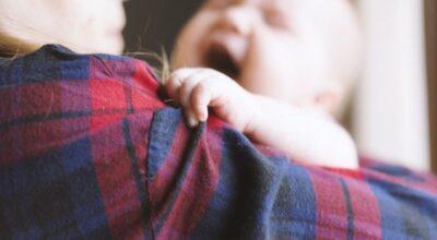 Refluxo em bebês: entenda o que é e quando você deve se preocupar