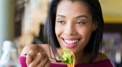 12 alimentos leves para comer à noite sem ficar com o estômago pesado