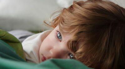 Agitação e expressão de medo são sinais característicos do Terror Noturno em crianças