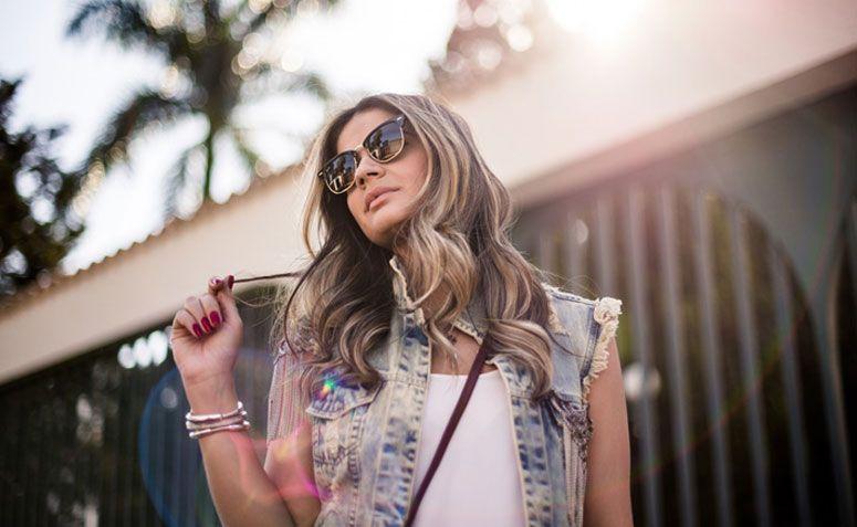 7a230bb63b Colete jeans  como compor looks versáteis e cheios de estilo com a peça