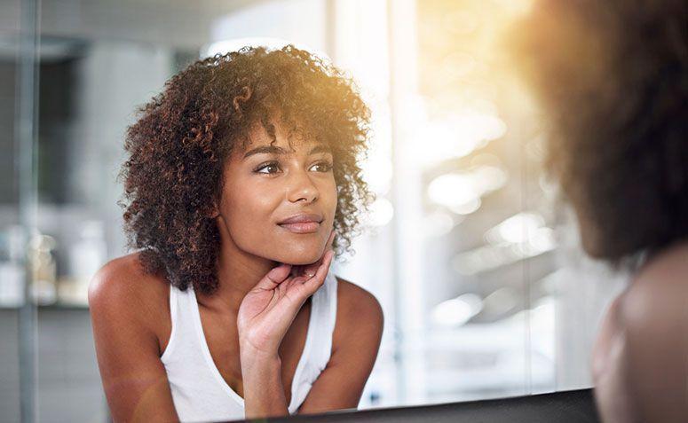 5 remédios caseiros com abacate para tratar cabelos, rosto e estrias