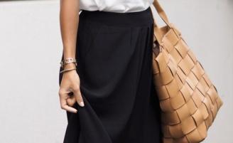 Como usar saia longa preta em looks estilosos e descomplicados