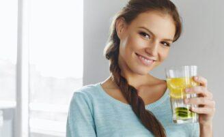 Água com limão: 10 benefícios se você tomar diariamente
