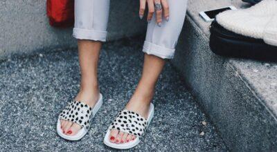 Chinelo slide: o calçado do momento que promete estilo e conforto de sobra