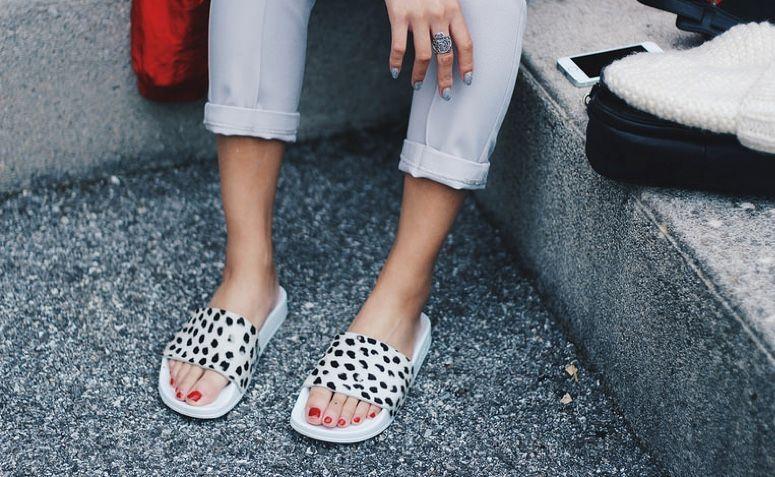 chinelo slide o calçado do momento que promete conforto e estilo