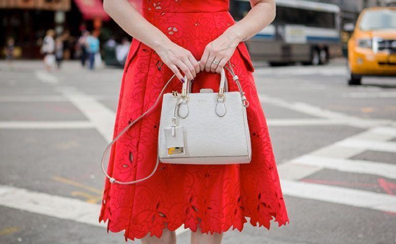 68ad01e86 Confira algumas dicas para criar looks de vários estilos com o vestido  vermelho e arrasar independente da ocasião