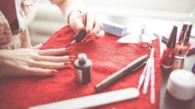 Aprenda o truque do vinagre para o esmalte durar mais