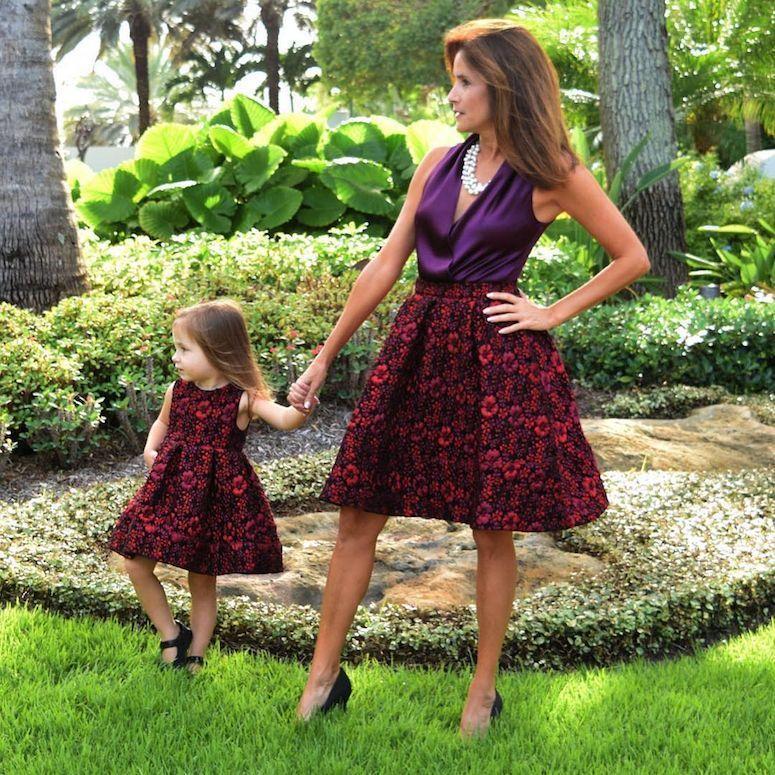 305280bf34b6e3 Tal mãe, tal filha: 35 looks de mãe e filha vestidas iguais (fotos)