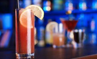 15 drinks com vodka imperdíveis para fazer e apreciar com os amigos