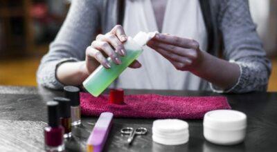 Como remover unhas de gel em casa