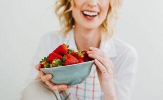 7 alimentos que devem ser consumidos para equilibrar problemas hormonais