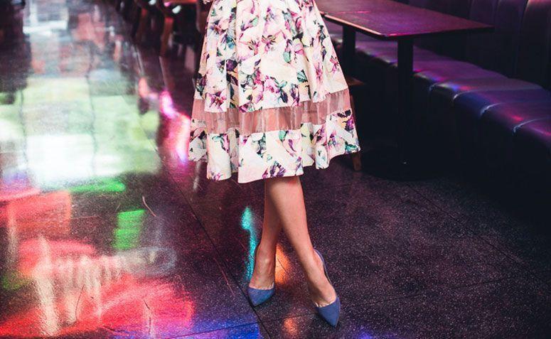 a7beeb3410 Saiba mais sobre a modelagem midi e confira dicas para criar looks  incríveis com o vestido neste comprimento