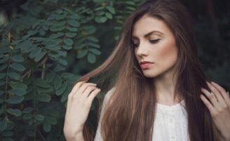 Como usar babosa nos cabelos: receitas para hidratar, limpar e fortalecer os fios