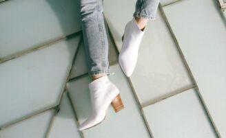 Bota branca: a queridinha do momento que promete atualizar o look do dia