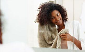 9 formas de usar o óleo de coco nos cabelos e usufruir dos seus benefícios