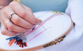 Ponto cruz: aprenda o bordado que está voltando a moda